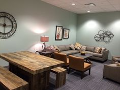 Green Room - Home design ideas Youth Room Church, Youth Ministry Room, Youth Group Rooms, Church Lobby, Church Foyer, Church Office, Ministry Ideas, Open Office, Home Design