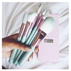 mint makeup brushes – Ariel Hamilton – Willkommen in der Welt der Frauen Makeup Goals, Makeup Tips, Beauty Makeup, Makeup Stuff, Makeup Brands, Makeup Ideas, Mint Makeup, Metallic Makeup, Pastel Makeup