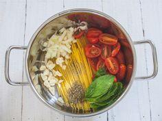 Falls euch der Artikel gefallen hat, gerne weitersagen! Das könnte dir auch gefallen Einfache Pasta mit Tomaten, Knoblauch und frischem Rucola Tomaten-Zucchini-Sugo Erdbeer-Basilikum-Pesto mit Nudeln