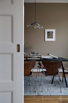 Living room paint colora with brown furniture grey walls 35 Trendy ideas Living Room Remodel, Living Room Paint, Living Room Decor, Mid Century Modern Dining Room, Modern Dining Room Tables, Taupe Dining Room, Dining Table, Home Interior, Interior Design
