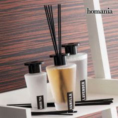 Let the Homania Aroma Reed Diffusers pieces) fill your home with the most exclusive fragrances! Air fresheners that will give your home an elegant aroma. Robins, Lavender Green, Aroma Diffuser, Decoration, Bathroom Accessories, Rattan, 3 Piece, Vanilla, Glass