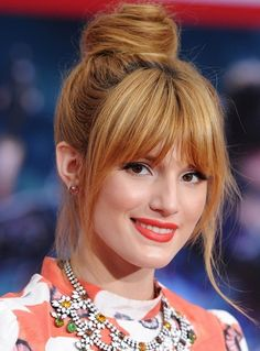 Bella Thorne Hair Knot - Bella Thorne looked totally casual and cool with a twisted top not and wispy bangs. Oblong Face Hairstyles, Bob Hairstyles For Fine Hair, Celebrity Hairstyles, Hairstyle Men, Hot Haircuts, Hairstyles Haircuts, Trendy Hairstyles, Wedding Hairstyles, Haircut For Face Shape