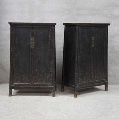 Paire de petites armoires  Chine, 19ème S  Orme laqué noir  Disponible fin janvier