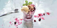 Crumble with vanilla ice cream