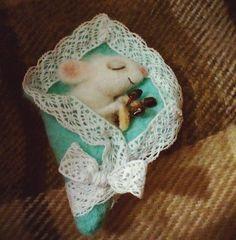 """«брошь Мышка .""""Спящая красавица""""  #woolmouse  #feltgifts #gifts #feltmouse #mouse #wooltoys #handmadetoys #felt #мышкаизвойлока #мышка #мышкаизшерсти е…»"""