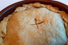 Met dit recept voor snel pasteideeg voor Surinaamse pastei maak je in nog geen 15 minuten heerlijk krokant deeg in een pan!