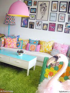 soffa,matta,färgglatt,tavelvägg,vardagsrum