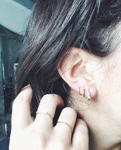 Re: http://chicityfashion.com/dainty-hoop-earrings/