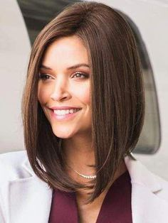 """It can not be repeated enough, bob is one of the most versatile looks ever. We wear with style the French """"bob"""", a classic that gives your appearance a little je-ne-sais-quoi. Here is """"bob"""" Despite its unpretentious… Continue Reading → Bobs For Thin Hair, Short Straight Hair, Short Hair Cuts, Choppy Bob Hairstyles, Straight Hairstyles, Longbob Hair, Medium Hair Styles, Curly Hair Styles, Brunette Bob"""