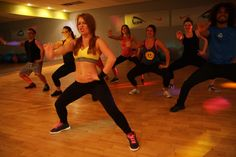 ZUMBA- zajęcia inspirowane latynoskimi rytmami, stanowiące interesujące połączenie tańca i aerobiku. ZUMBA to nowoczesny rodzaj fitnessu, który poprzez energiczną muzykę, świetną zabawę i proste kroki taneczne rewelacyjnie kształtuje sylwetkę i wprawia w doskonałe samopoczucie.