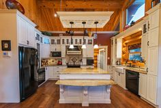 Waterfront Canadian House Tour — Unique Log Homes - Country Living Beautiful Kitchens, Cool Kitchens, Dream Kitchens, New Kitchen, Kitchen Decor, Space Kitchen, Canadian House, My Dream Home, Dream Homes