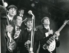 The Beatles in a session with Ed Sullivan prior to their February 1964 show. From left: Paul McCartney, Ed Sullivan, George Harrison, J. The Ed Sullivan Show, The Fab Four, Cultural, Ringo Starr, George Harrison, Show Photos, Great Bands, Paul Mccartney, John Lennon