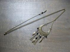 Prix spécial - Sautoir avec bijou de dos perles pierres agate noir avec demi-lune dentelle bronze : Collier par les-bijoux-d-aki