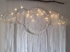 Ideas for embroidery hoop crafts diy dream catchers Grand Dream Catcher, Big Dream Catchers, Dream Catcher White, Large Dream Catcher, Gypsy Home Decor, Boho Decor, Dreamcatcher Crochet, White Dreamcatcher, Embroidery Hoop Crafts