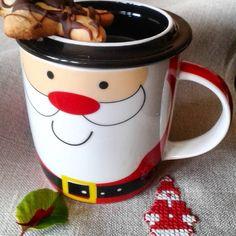 W oczekiwaniu na Mikołaja...Kawa w mikołajowym kubku od Mikołaja zresztą.#mikołajki #prezenty #kawa #kubekzmikolajem #noël #mugnoel #goodmorning #mornincoffee