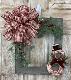 Picture Frame Wreath, Christmas Picture Frames, Picture Frame Crafts, Christmas Pictures, Christmas Wall Hangings, Christmas Art, Christmas Wreaths, Winter Wreaths, Christmas Signs
