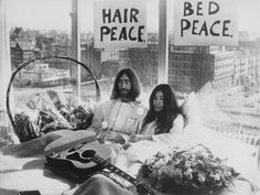 vietnam war protest pictures -John Lennon and Yoko Ono