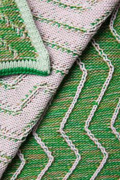 Title: Plaid 'The Teacher And The Taught' - GreenPink Designer: Simone Post Material: merino wool, bio cotton, acrylic Production: TextielLab Photo: Tommy de Lange commissioned by TextielMuseum Knitting Yarn, Knitting Machine, Textile Design, Fiber Art, Merino Wool, Swatch, Textiles, Teacher, Sewing