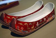 수혜 (繡鞋) suhye - embroidered slippers
