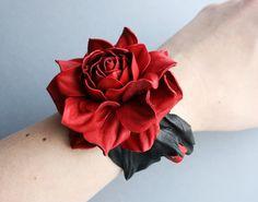 Pulsera de cuero rojo/negro color de rosa hecho por por leasstudio