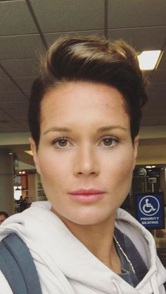 highfivebrady Ashlyn Harris short hair appreciation post