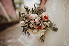 Um casamento rústico e elegante: Joana + André, na Quinta do Hespanhol Wedding List, Floral Wreath, Wreaths, Bridal, Vintage, Bouquets, Google, Wedding Things, Marriage Invitation Card
