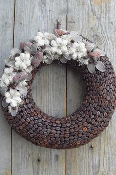 ajtódíszek házilag - Google keresés Spring Door Wreaths, Summer Wreath, Christmas Wreaths, Christmas Crafts, Front Door Decor, Wreaths For Front Door, Valentines Day For Him, Deco Floral, Natural Texture