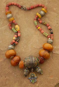 noimagesareutterlysilent:  Africa: Berber Tribe Necklace