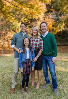 Tips for Styling Holiday Family Photos - Photo Ideas - Family Christmas Pictures, Fall Family Photos, Holiday Pictures, Family Holiday, Family Pics, Holiday Ideas, Family Photo Colors, Fall Family Photo Outfits, Family Portrait Poses