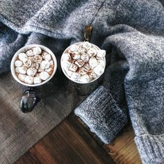 Hot chocolate + cozy knits  |  pinterest: @Blancazh