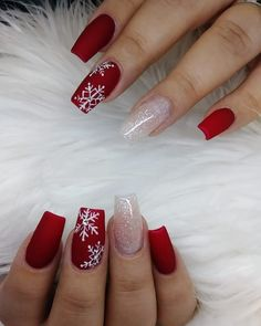 Nail art Christmas - the festive spirit on the nails. Over 70 creative ideas and tutorials - My Nails Chistmas Nails, Cute Christmas Nails, Christmas Nail Art Designs, Xmas Nails, Holiday Nails, Christmas Acrylic Nails, Winter Acrylic Nails, Christmas Ideas, Best Acrylic Nails