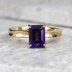 Unusual solid gold amethyst ring, beautiful