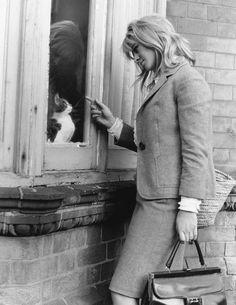 Julie Christie lingers at a cat's window, Julie Christie, Cool Cats, I Love Cats, Crazy Cat Lady, Crazy Cats, Expendables, Celebrities With Cats, Celebs, National Cat Day