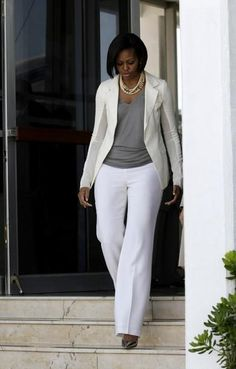 First Lady Michelle Obama Michelle E Barack Obama, Barrack And Michelle, Barack Obama Family, Michelle Obama Fashion, Obamas Family, American First Ladies, First Black President, Style And Grace, Look Fashion