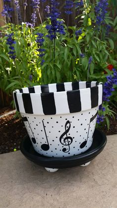 Painted music notes all around planter. Indoor and outdoor use. Outside and inside of pot and saucer has a waterproof varnish. Personalized and different themed painting upon request! Flower Pot Art, Flower Pot Design, Clay Flower Pots, Flower Pot Crafts, Clay Pot Projects, Clay Pot Crafts, Painted Plant Pots, Painted Flower Pots, Flower Pot People