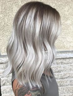 Ash Blonde Hairstyles - Women Hair Color Designs for 2018 Ash Blonde Bob, Blonde Hair Looks, Cool Blonde, Brown Blonde Hair, Ash Blonde Balayage Silver, Blonde Hair With Grey Highlights, Dark Roots Blonde Hair Short, Silver Ash Hair, Silver Platinum Hair