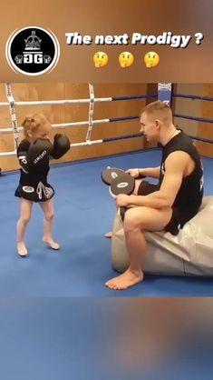 Boxing Training Workout, Kickboxing Workout, Mma Training, Gym Workout Videos, Gym Workouts, Self Defense Moves, Self Defense Martial Arts, Martial Arts Techniques, Self Defense Techniques