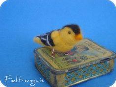 Needle felt little bird ^-^ by Fieltrunguis, via Flickr