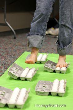 Okulöncesi Sanat ve Fen Etkinlikleri: Kırılmayan Yumurta Deneyi - Yumurta Üzerinde Yürümek Mümkün mü ?