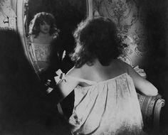 ANNY ONDRA [Domenica 6 Sunday h 9:00] #GCM32 #Pordenonesilent #silentfilm #goliveFVG  CHYŤTE HO! (Lupič nešika) [Prendetelo! / Catch Him!; Il ladro maldestro / The Clumsy Burglar] (CS 1925) Karel Lamač  DÁMA S MALOU NOŽKOU [La dama dal piedino / The Lady with the Small Foot] (CS 1920) Přemysl Pražský, Jan S. Kolár Piano: John Sweeney @silentsweeney  Credits: Národní filmový archiv, Praga Anny Ondráková in Chyťte ho! [Prendetelo!]