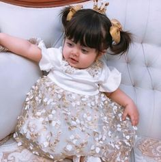 Small Cute Babies, Cute Little Baby, Pretty Baby, Cute Baby Girl Pictures, Baby Girl Images, Cute Kids Fashion, Baby Girl Fashion, Sweet Girls, Cute Girls