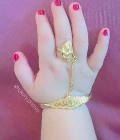Art deco jewelry is a rare combination of aristocratic preferences with a modern touch that enhances the individuality of its wearers. Baby Jewelry, Kids Jewelry, Bridal Jewelry, Gold Jewelry, India Jewelry, Gold Bangles Design, Jewelry Design, Mother Daughter Bracelets, Zeina