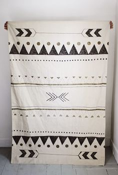 DIY | Hand-Printed Rug - make this out of a paint dropcloth and a sharpie! By The Merrythought for Poppytalk