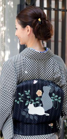 Japanese Kimono. Cat pattern obi.