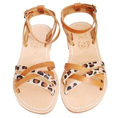 Sandals in animal print straps. Playful.