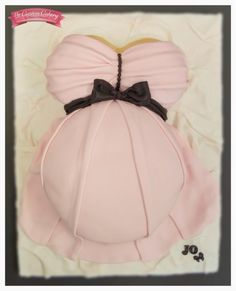 Baby Bump - Cake by The Custom Cakery