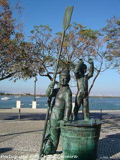 Monumento ao Pescador - Seixal - Portugal