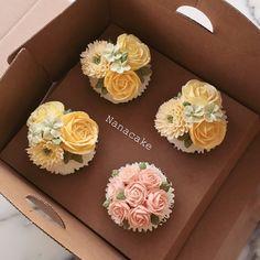 _ Done by student in nanaclass Yellow #buttercream #butterflower #baking #꽃 #플라워케익 #꽃케이크 #남포동 #나나케익 #decocake #yellow#cupcakes #chocolate #컵케이크 살앙스릅다요 뾰로롱