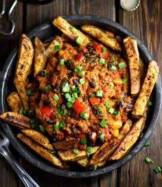 Make vegan chili fries easy! Use simple ingredients, beginner-level cooking for deluxe chili with slow-cooked flavor. Make fresh-cut oven fries in a few steps. Sin Gluten, Gluten Free, Dairy Free, Vegetarian Recipes, Healthy Recipes, Vegan Vegetarian, Vegan Meals, Free Recipes, Keto Recipes