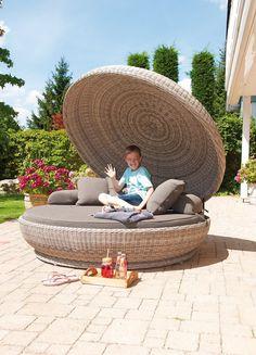 SonnenPartner OYSTER Lounge Sofa Kunststoffgeflecht mit Kissen #loungemanufaktur #möbel #gartenmöbel Outdoor Furniture, Outdoor Decor, Backyard, Sofa, Bed, Garden, Design, Home Decor, Beach Tops